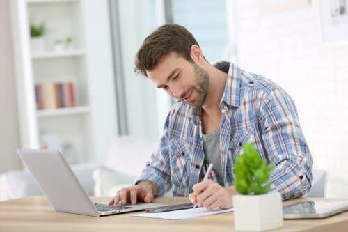 Home office w czasie pandemii koronawirusa: jak zorganizować domowe biuro, by pracować efektywnie?