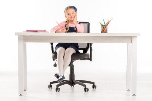 Jakie krzesło obrotowe dla dziecka szkolnego a jakie dla studenta?