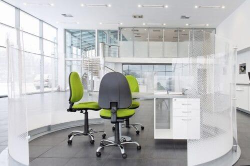 Praktyczne wyposażenie biura – jak zestawić ze sobą meble biurowe?